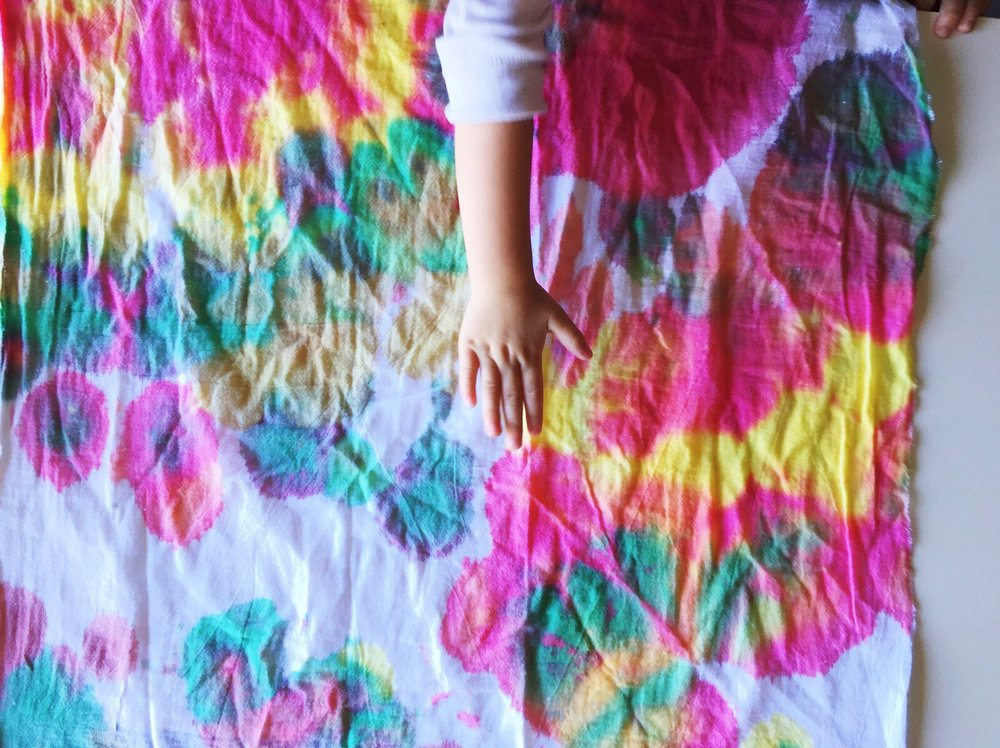 tie dye with toddlers
