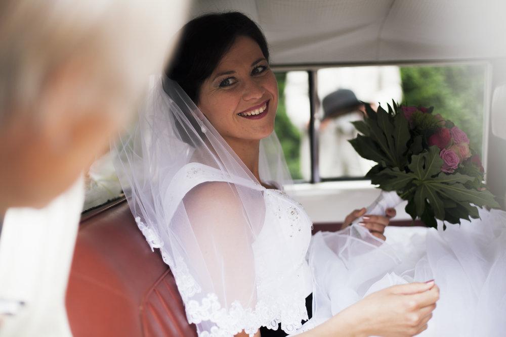 Bruiloften - Heerlijk!Zo'n dag met alleen maar liefde, mooi gemaakte mensen, grote glimlachen, rituelen en verassingen, taart en champagne. Ik ben er graag bij om dit feest voor altijd vast te leggen!