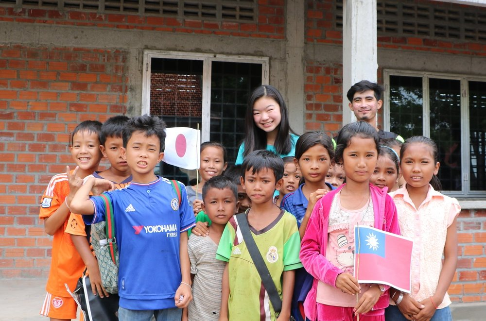 Jenny Niwa with her students of the Samrang TASSEL School, summer 2016.