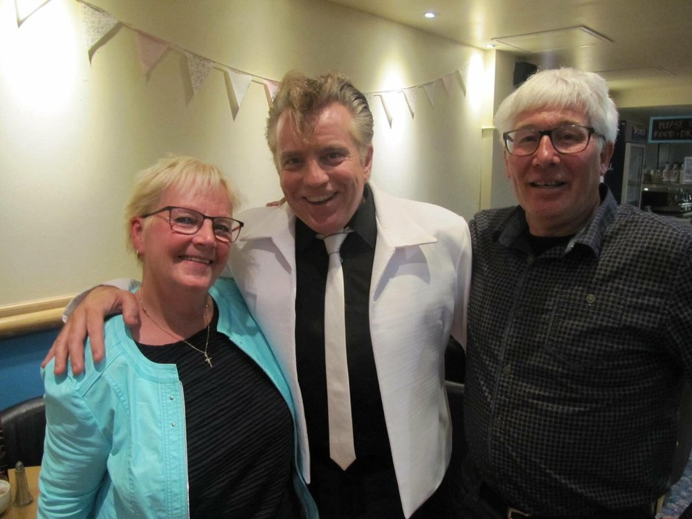 - The prize for travelling the furthest, most frequently to see the show must go to Jac and Gonnie Beurskens. They have travelled from Holland on innumerable occasions to many different venues throughout Britain.Thank you for spreading the word to Europe and helping us to keep alive the memory of Billy Fury.