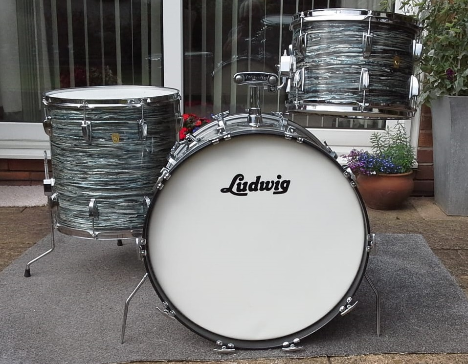 - 1968 Blue Oyster Ludwig Super Classic.