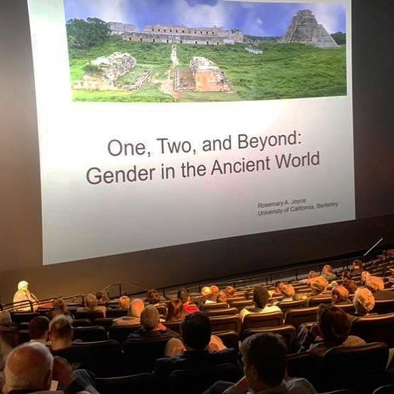 Large crowd waiting the start of a talk by Rosemary Joyce on gender in the ancient world sponsored by @familytreedna & KPMG.  We're so grateful for their support of a presentation that has relevance today as we continue to discuss the meaning of gender.