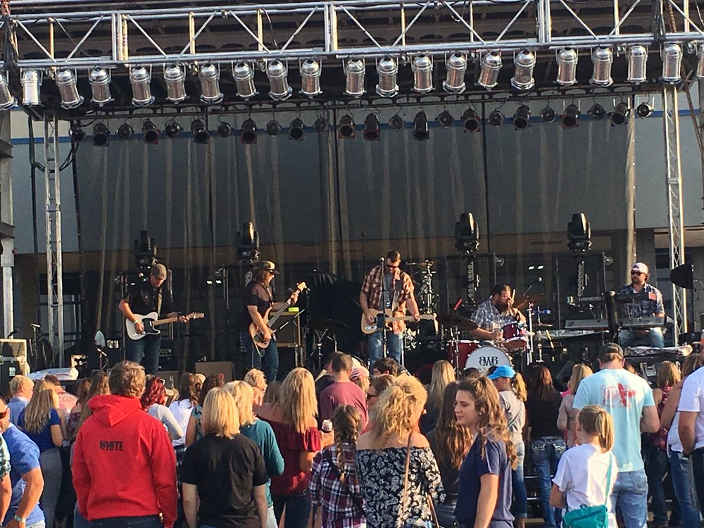 9/10/17: Takes Live on the Lot Stage w/ fellow country artists Todd O'neill, and Parmalee