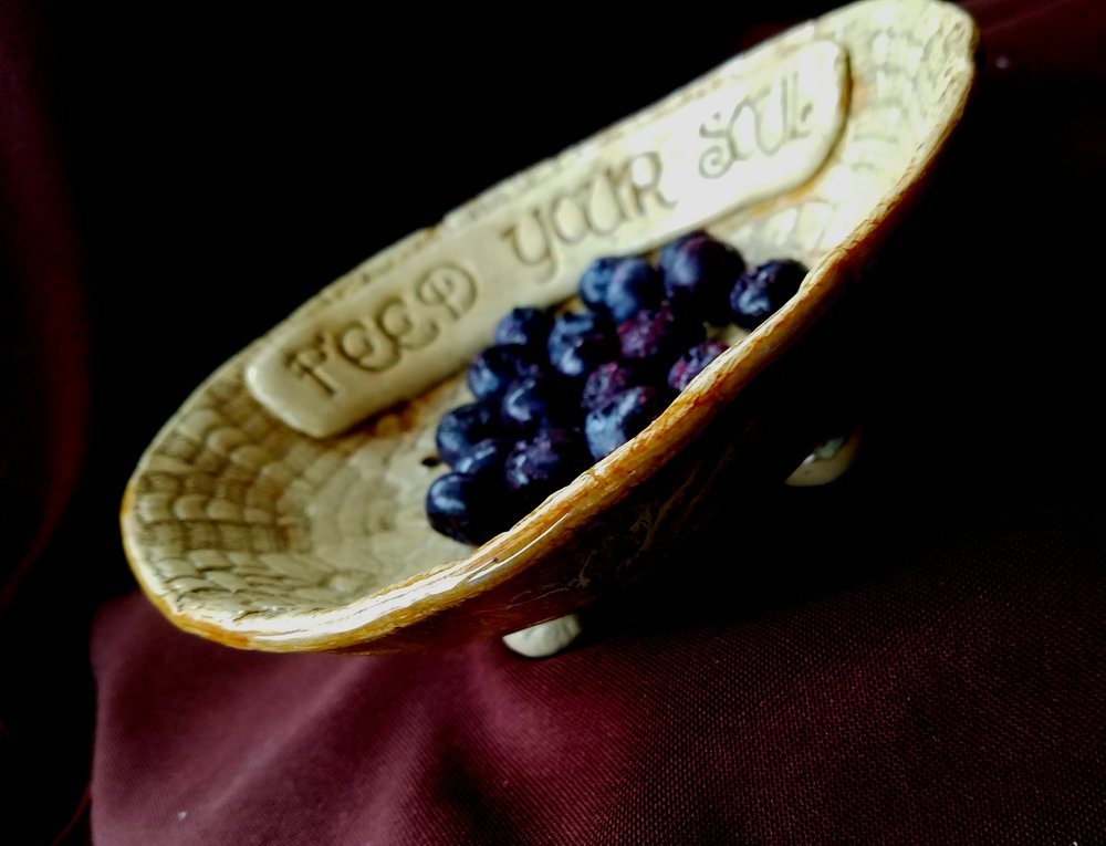 COLANDER / BERRY BOWLS THAT CHEER UP ANY KITCHEN.
