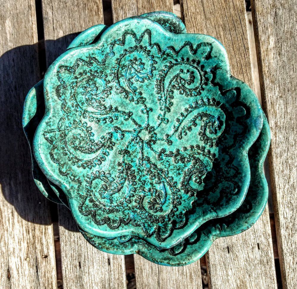 VINTAGE LACE STONEWARE SETS A BEAUTIFUL TABLE!
