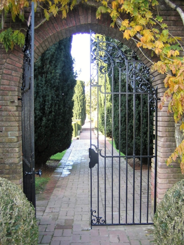 The entrance to the gardens.
