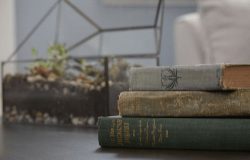 How-to-create-a-Vintage-book-coffee-table-display