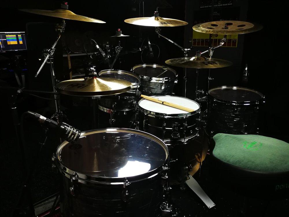 Evans Drumheads on all drums.