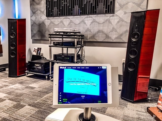 All I want for Christmas is....everything in this photo.  Santa, can you please swing by @audio_visual_solutions_group to fill up your sleigh 🎅 . . The right AV partner makes all the difference, just like the right products make all the difference . . Here is our Viveroo Free Flex iPad mount.  Architectural grade design, all aluminum, always charged, always secure, and most importantly the iPad slides right out for mobile access . . Check out our website in our profile for more info on The Free and our other premium iPad mounting solutions.  Contact us or ask you AV integration professional for prices and more details . . Challenge the status quo.  This is not your average iPad mount . . Photo Credit to our Premiere Partner  @audio_visual_solutions_group . . #viveroousa #viveroo #mcintoshlabs #free #square #technology #ipad #ipadmount #ipaddock #ipadsecure #ipadrotating #homeautomation #smarthome #residential #architecture #hotel #yacht #avtweeps #avpros #avtech #hometheater #luxuryhome #designer #homedesign #customhome #luxury #mancave #audiovisual #audiophile #hifiaudio