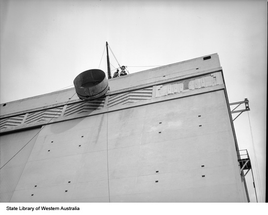 Tank being hoisted, Emu Brewery, 1950
