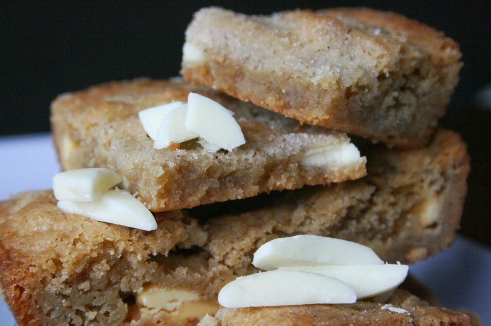 cardamom and white chocolate blondies from thebakesite.com