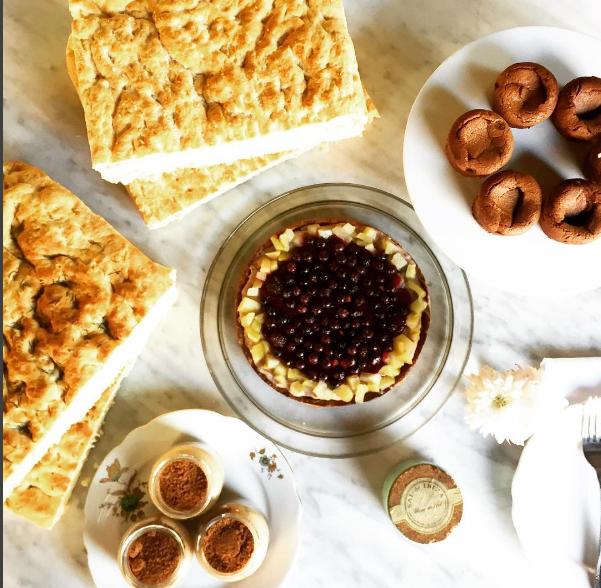 Fabricamos nuestra propia Panaderia y Pasteleria Todos nuestros panes y nuestros postres los elaboramos de manera artesanal con la mejor materia prima