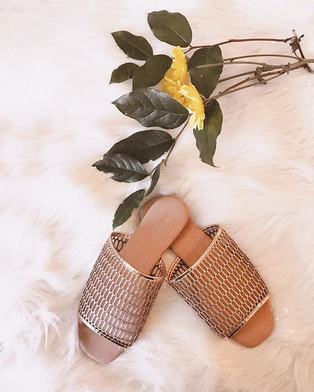 My new favorite slides via @the.kayes!! Planning to sparkle my way through summer✨#shopthekayes