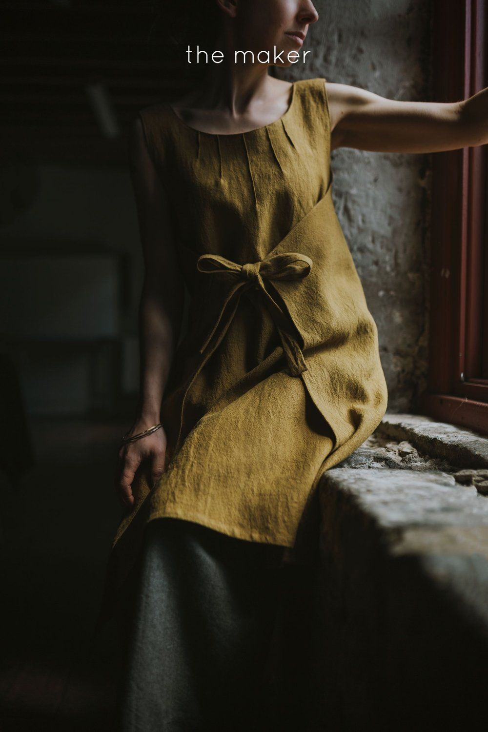 Woman wears mustard linen tunic in the salamanca arts centre in a fashion photo shoot.