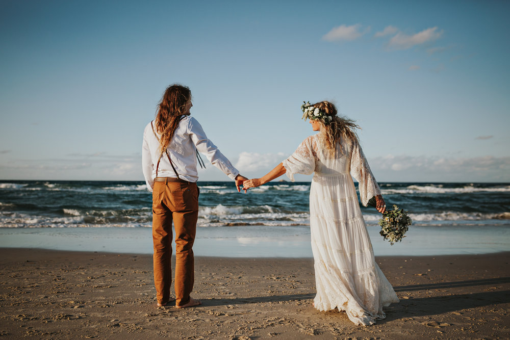 bride-groom-barefoot-wedding-beach-siida-photography-hobart.jpg