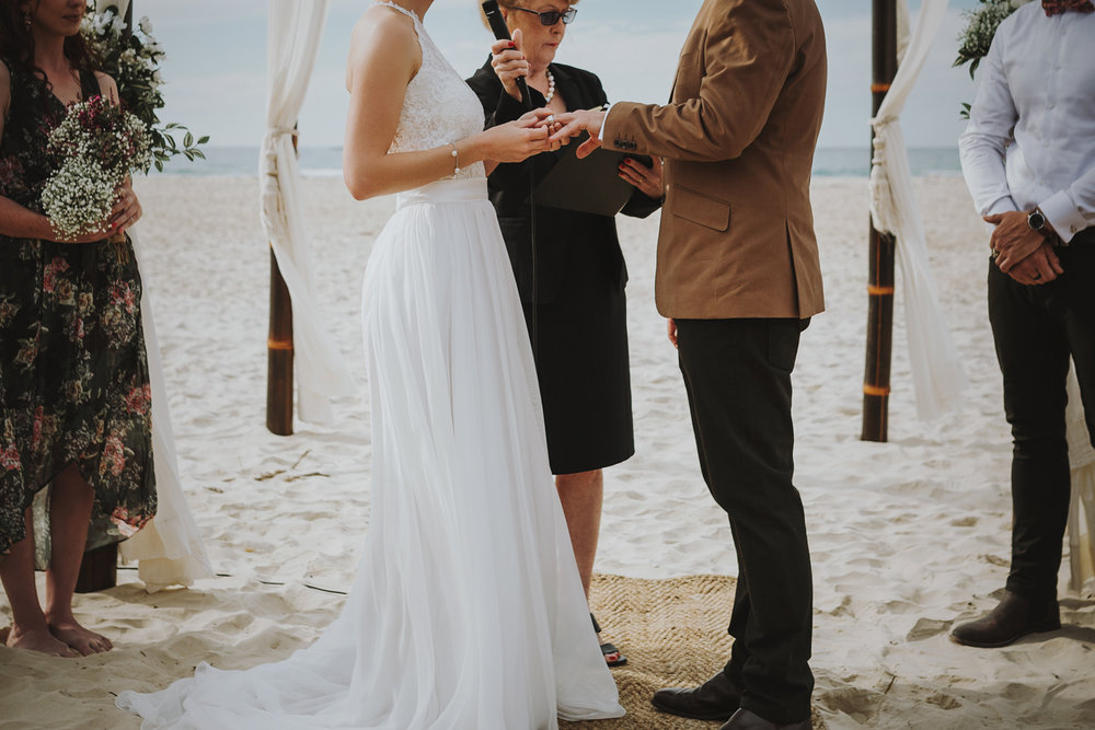 bride-groom-ceremony-beach-wedding-siida-photography-hobart.jpg