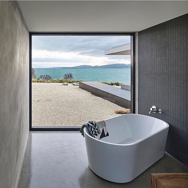 Bathroom Goals........Room with a view 🙌🏻 Repost 📷 @bellemagazineau  Photography @jamessilvermanphoto  Styled by @vyerstudio  Architect @stuarttannerarchitect  #cheerstothat #bathroominspo #weloveconcrete #roomwithaview #bringonsummer
