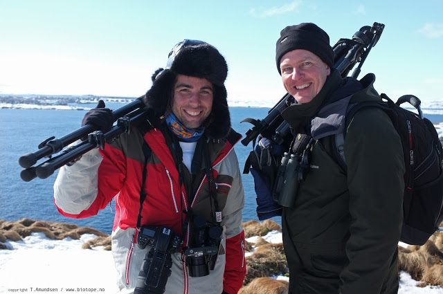 Daniel Lopez & M Garner on Hornoya Gullfest apr 2012 Amundsen Biotope.jpg