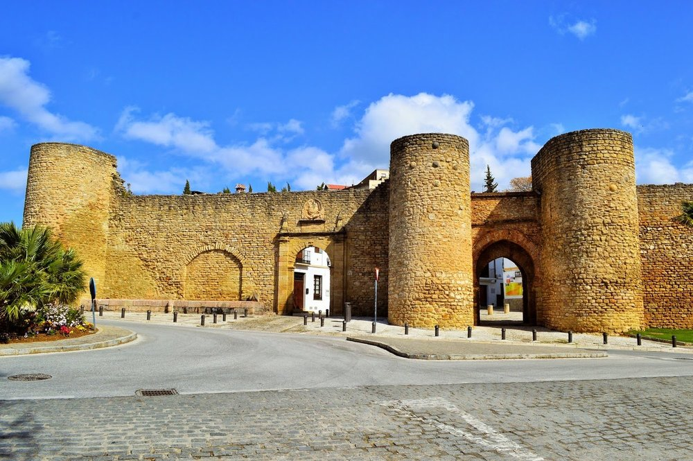 Fortified_Arab_gate_near_luxury_villa_rental_in_Ronda_Spain:_La_Cazalla