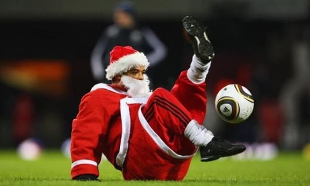 Santa doing bits.. Merry Christmas from Played ☃️⚽️🎅⠀ ⠀ #well #played #london #sports #facilities #booksportonline