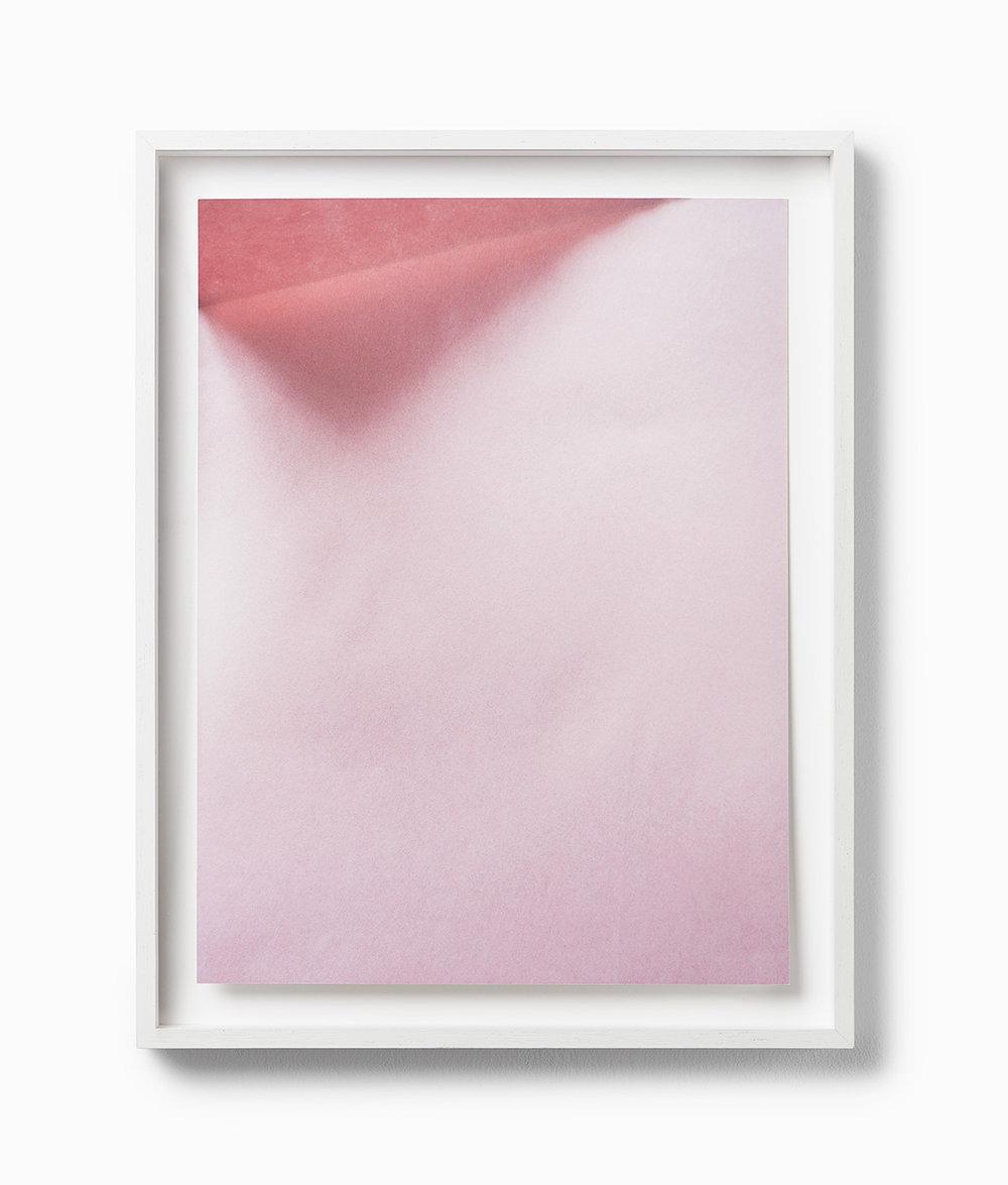 ak RAUM Edition Johanna von Monkiewitsch untitled (29.01.2017 / 14:11) 2017 Pigmentdruck auf Hahnemühle, gefalzt und hinter entspiegeltem Glas gerahmt 40 x 30 cm o.R. / 46 x 36 cm m.R Edition 11 +1 A.P.