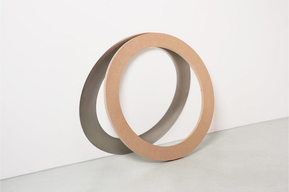 Johanna von Monkiewitsch untitled (Ring steil 22.01.2017 / 15:13) 2017 Stahl, MDF, Lack 109,5 x 117,5 x 16 cm