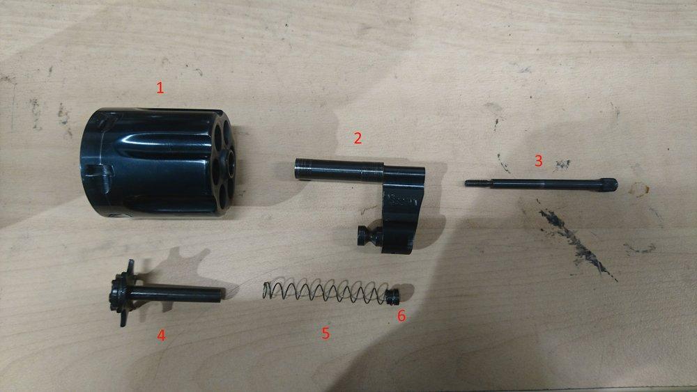 1) Tønne 2) Crane 3) Utstørerarm 4) Utstøter/tønnekrans 5) Utstøter returfjær 6) Returfjær mothold/sentrerer