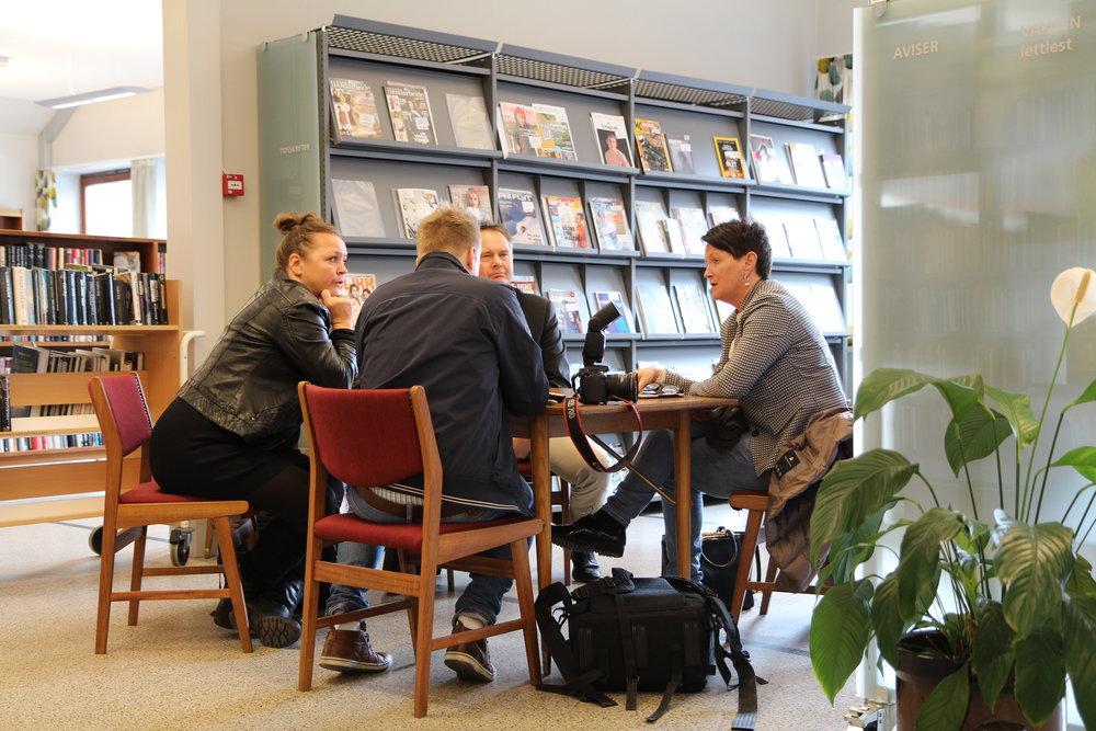 Direktør Lin Holvik, rektor Sven Olaf Brekke og kommunikasjonsleiar Guro Kleveland blei intervjua av Hardanger Folkeblad ved redaktør Eivind Dahle Sjåstad.