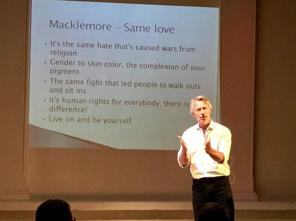 Kjønnsforsker Jørgen Lorentzen viste til en tekst av den amerikanske rapperen Macklemore i sitt innlegg.