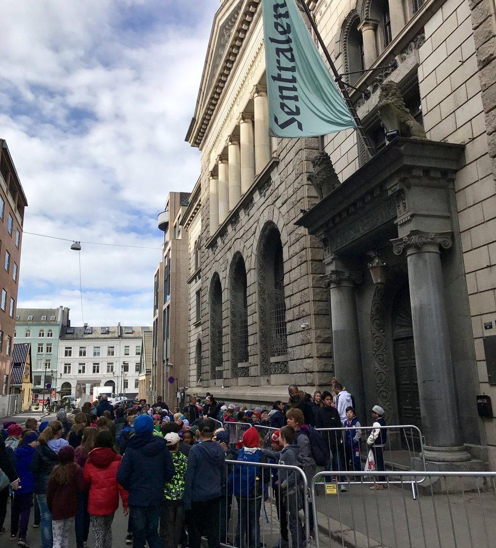 Det gamle bankhuset Sentralen var arena for kollasj - en samtidsfestival for unge
