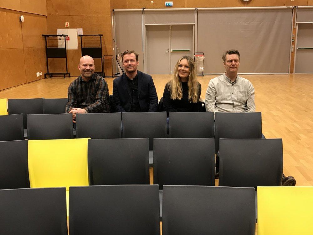 Litteraturprodusentne er på plass. Fra v: Anders Gaarder (Oslo), Gunnar Vilberg og Eldrid Johansen (Akershus), Widar Aspeli (Turneorganisasjonen i Hedmark)
