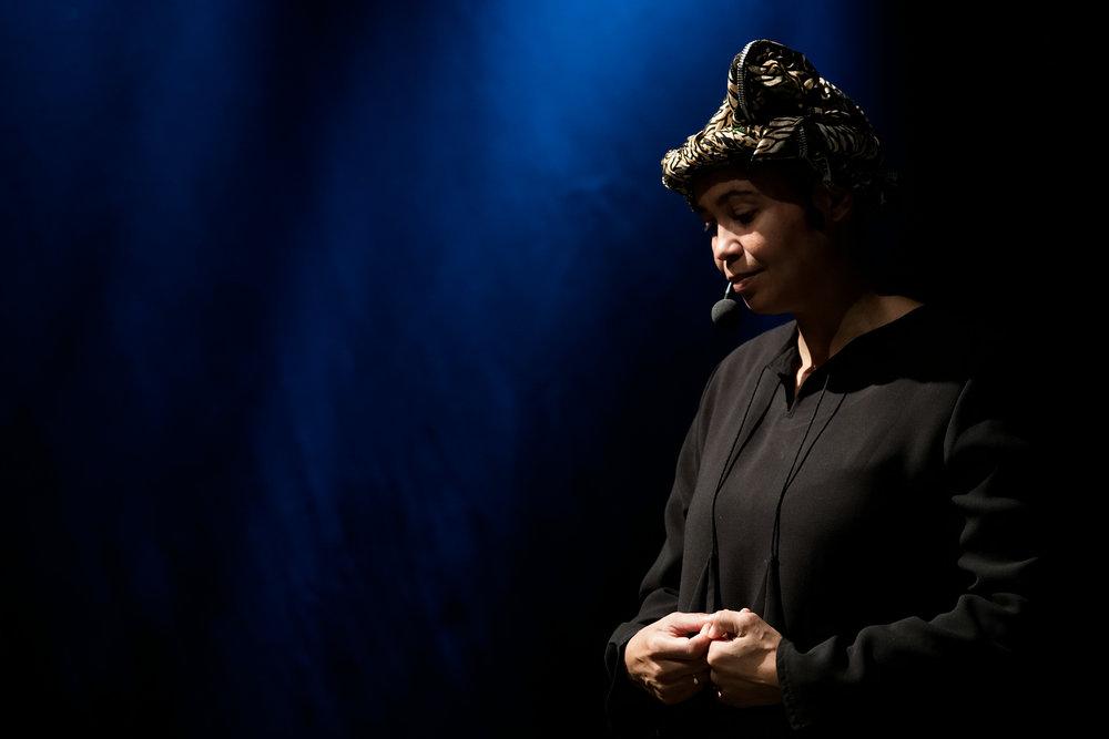 Guro Sibeko i rolllen som Sarah fra fremtiden. Foto: Lars Opstad
