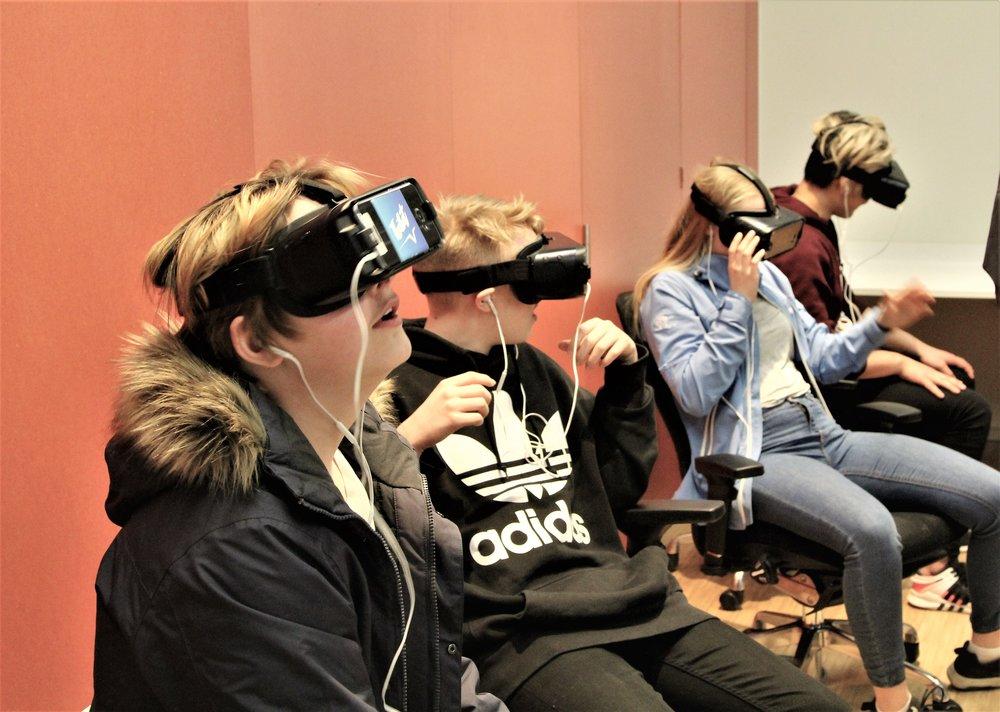 Face your fears. Det kan bli skikkelig skummelt med VR-briller fikk disse elevene erfare.