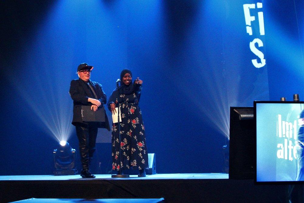 "Kveldens ""host"" Per Sundnes sammen med prisutdeler Sumaya Jirde Ali"