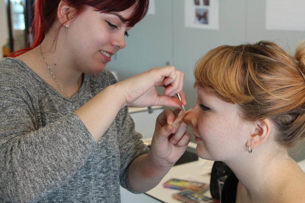 Kursholderne får også nye neser. Denise Wood Scaar og Tanita Aaram er begge bachelorstudenter fra Maske og Hårdesign ved Westerdals Oslo ACT