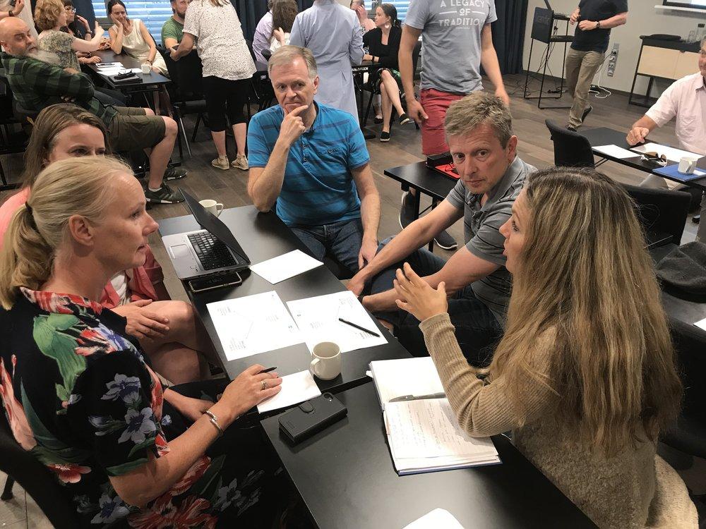 Gruppesamtale; vurder Schtar Wårsh ved hjelp av ønskekvistmodellen. Fra v: Ida Hasund (Akershus), Siri forberg (Asker), Tom Wulff (Bærum), Petter Dillevig og   Eldrid Johansen (Akershus)