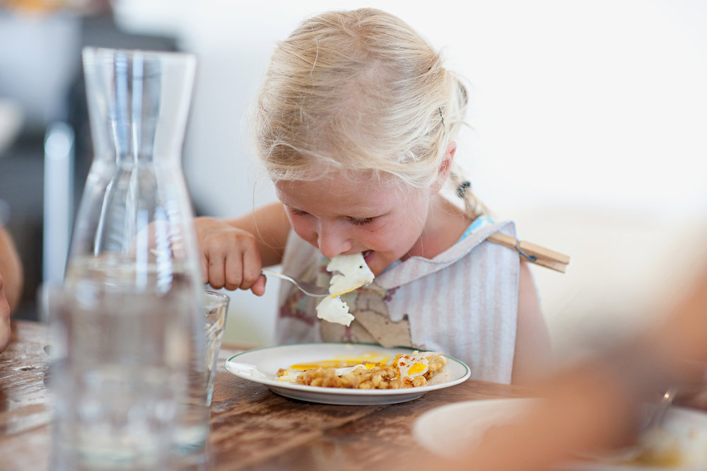 Swissmilk, child eating