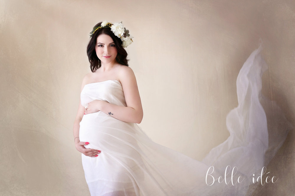 The best pregnancy photographer in WNY