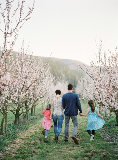 Apricot_Blossoms_Family_Shoot_0022.jpg