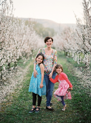 Apricot_Blossoms_Family_Shoot_0003.jpg