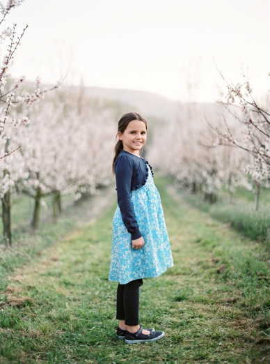 Apricot_Blossoms_Family_Shoot_0011.jpg