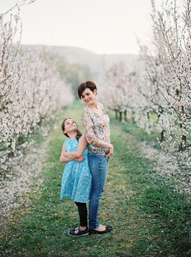 Apricot_Blossoms_Family_Shoot_0014.jpg