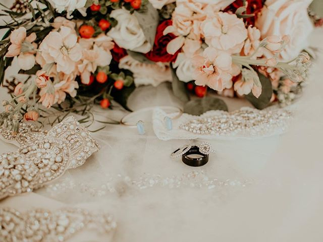 when i'm working out wedding day schedules, i commit as much time to photographing the little details of your day as i do any other part of wedding day! you've put so much time & thought into every aspect— your photos should reflect that too! who else LOVES detail shots?! 💍🌸
