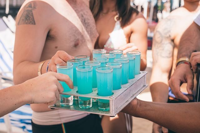 1 more round.... 🍹 . . .  #drinks #nightlife #weekend #vodka #lifestyle #vibe #beachday #fun #instagood #wanderlust #beachdays #travelpic #squadgoals #goodtimes #instafun #beachparty #instapassport #memories #besties #funtimes #instaparty #partying #bestoftheday