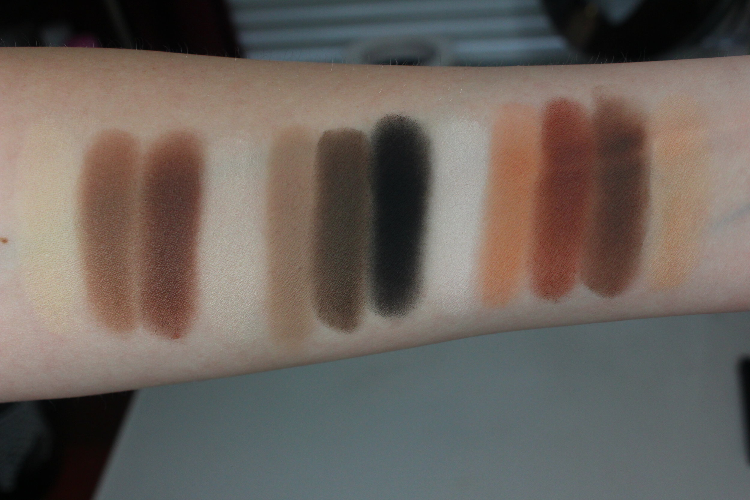 kat von d shade & light eye palette swatches artificial lighting