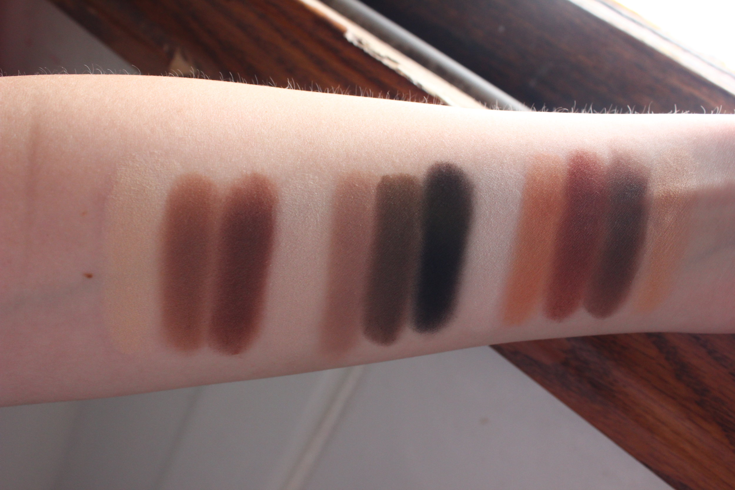 kat von d shade & light eye palette swatches in daylight