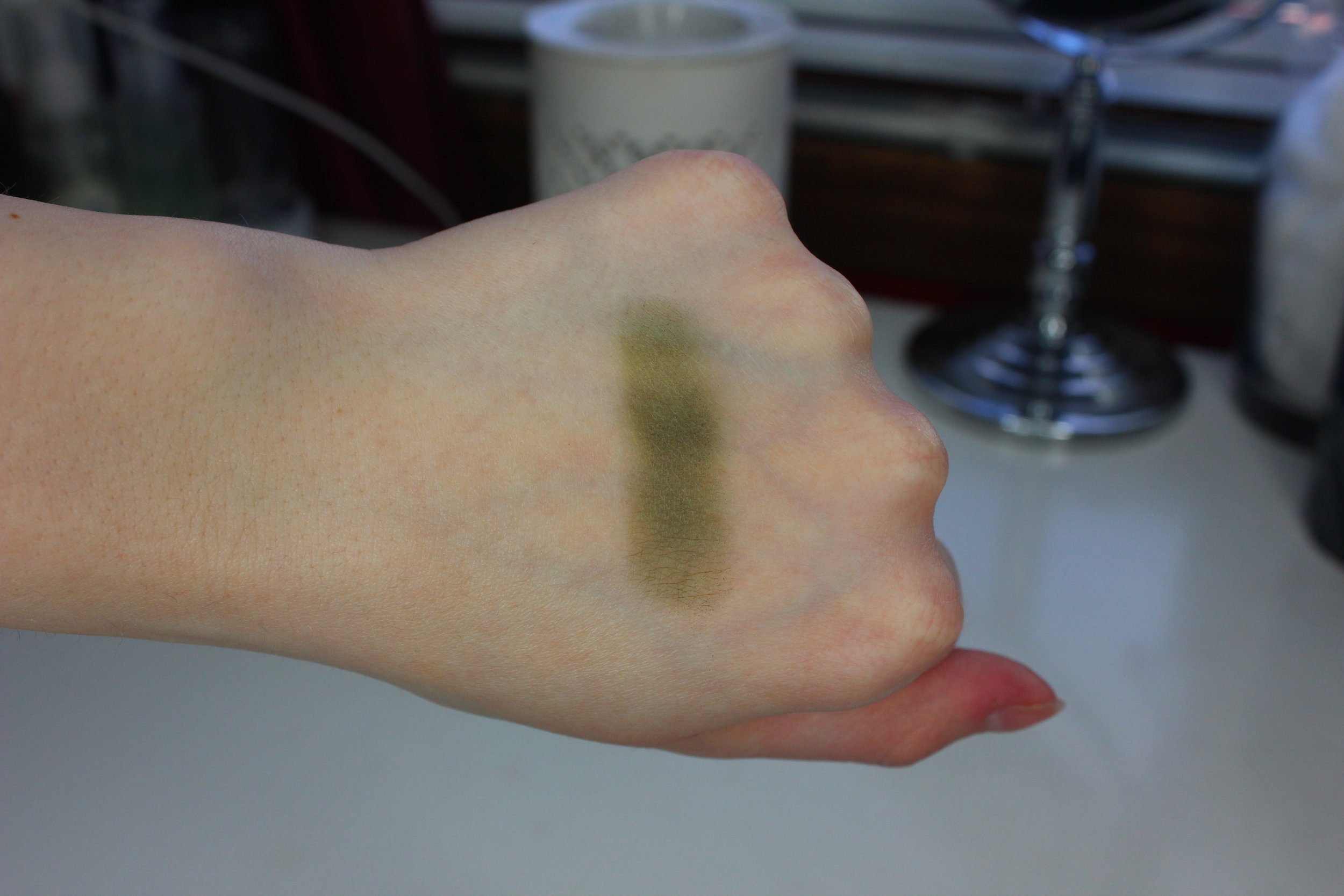 MUG Dirty Martini Swatch 1