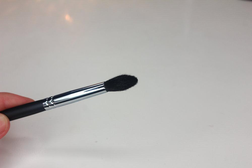 Morphe Brushes 2 - M330 Blending Crease