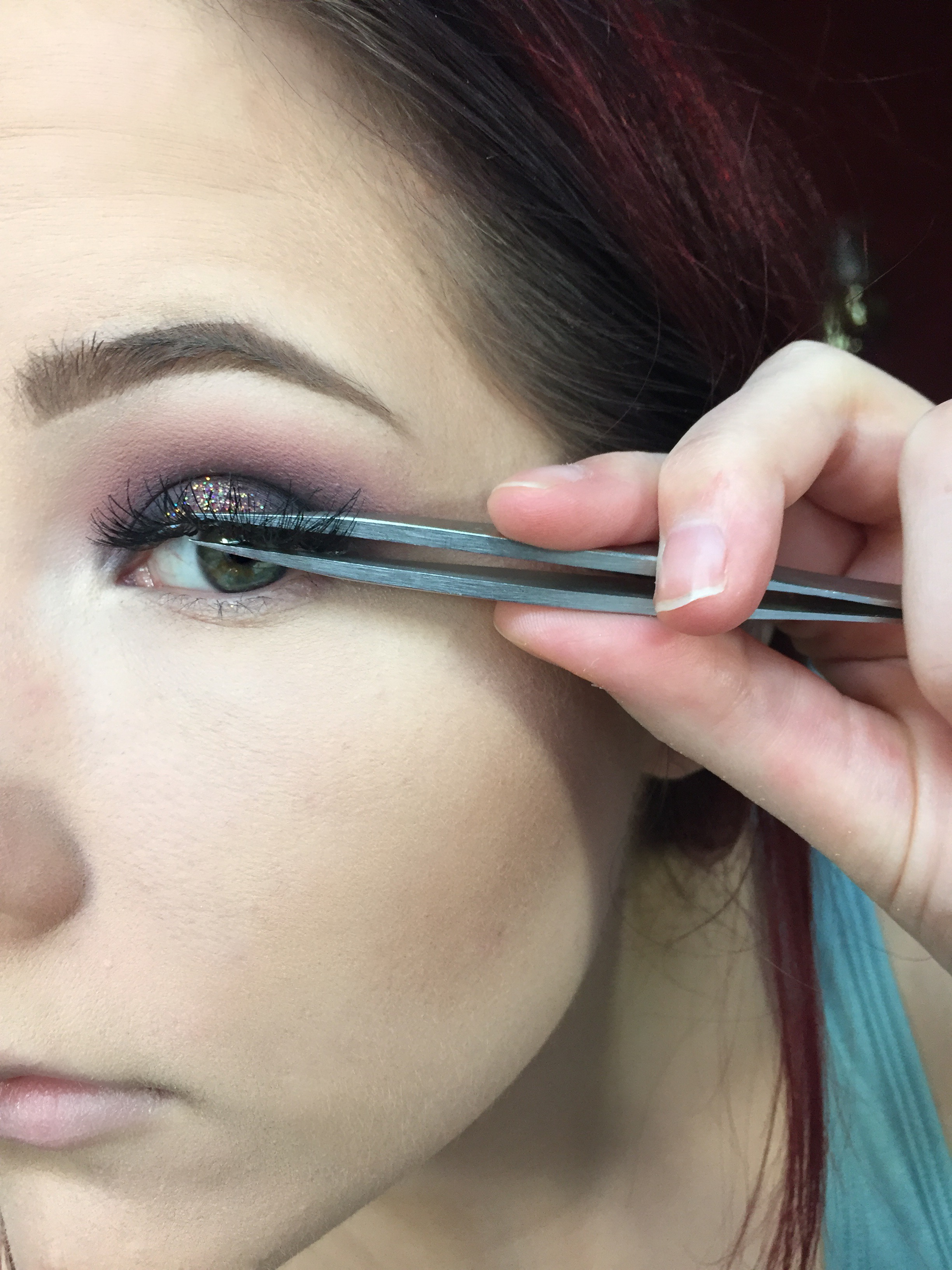 How to apply false lashes 1