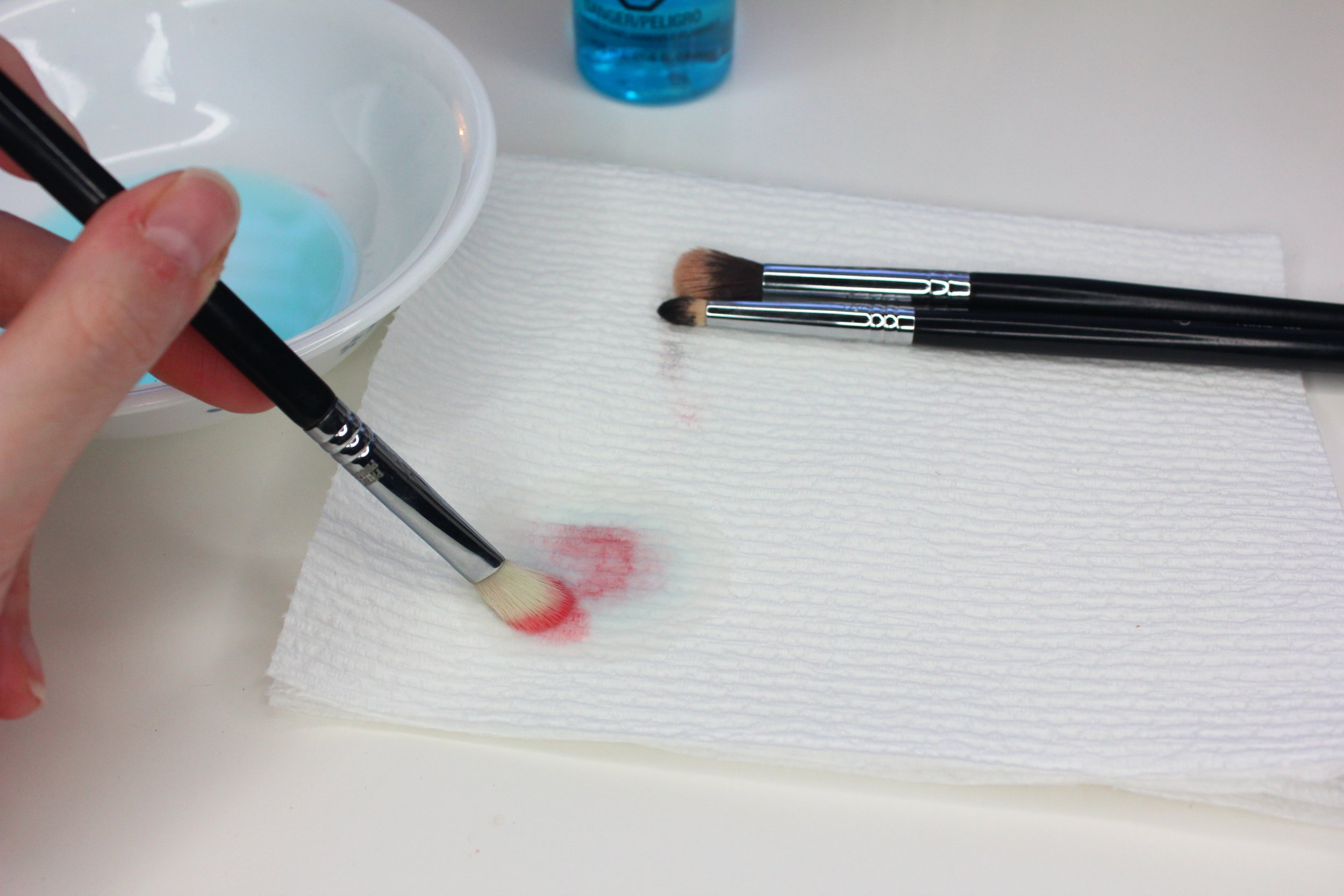 Makeup brush cleaner demo